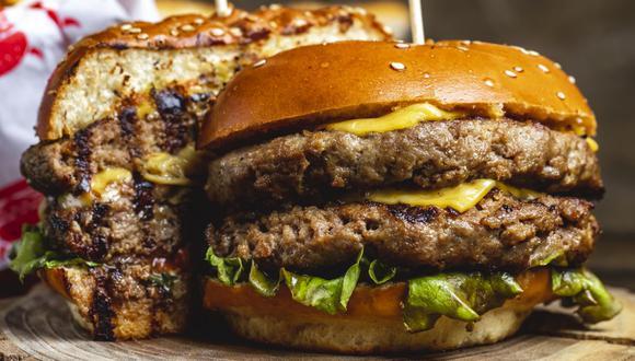 Descubra cómo la hamburguesa, el sánguche más famoso del mundo, terminó involucrado en la Primera Guerra Mundial y qué otros casos similares se registraron con el paso de los años. (Foto: Stockking / Freepik)