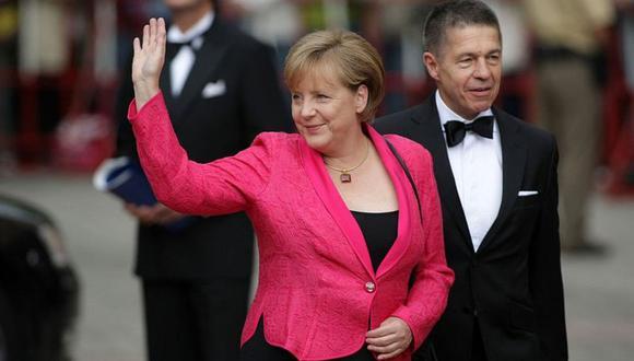 Merkel se ha caracterizado por el pragmatismo. En la foto, aparece con su marido, Joachim Sauer. (JOHANNES SIMON / GETTY).
