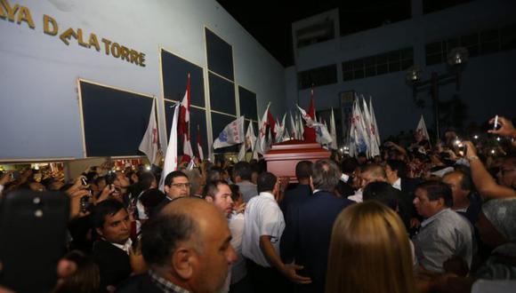 La llegada del féretro de Alan García el local del Partido Aprista Peruano. (Foto: Violeta Ayasta / GEC)