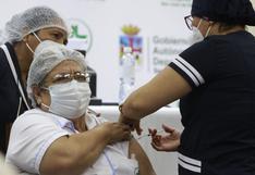 Bolivia empieza a vacunar a pacientes de riesgo contra coronavirus