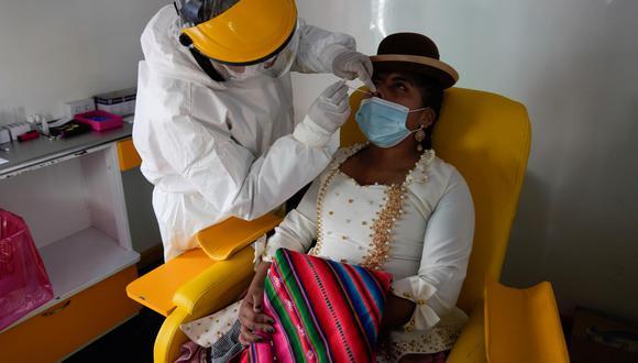 El Alto, de más de un millón de habitantes, tiene un 23 % de cobertura de primera dosis desde que el proceso de vacunación comenzó por etapas en enero pasado. (Foto: Juan Karita / AP)