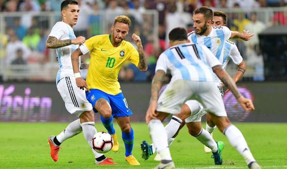 Argentina cayó 1-0 ante Brasil sobre el final del cotejo amistoso FIFA desde Arabia Saudita. (Foto: AFP)