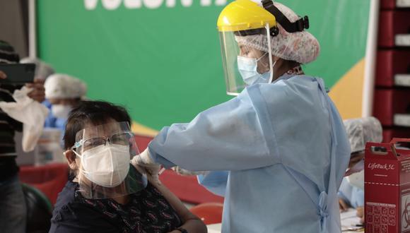 Revisa toda la información respecto al proceso de vacunación a adultos mayores de 60, 61 y 62 años en Lima y Callao. Foto: El Comercio / Referencial