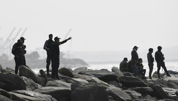 Fuerzas armadas de Venezuela patrullan la costa de La Guaira, en la que las autoridades de ese país señalan que hubo un ataque de mercenarios el 3 de mayo de 2020. Foto: AP Photo/Matias Delacroix