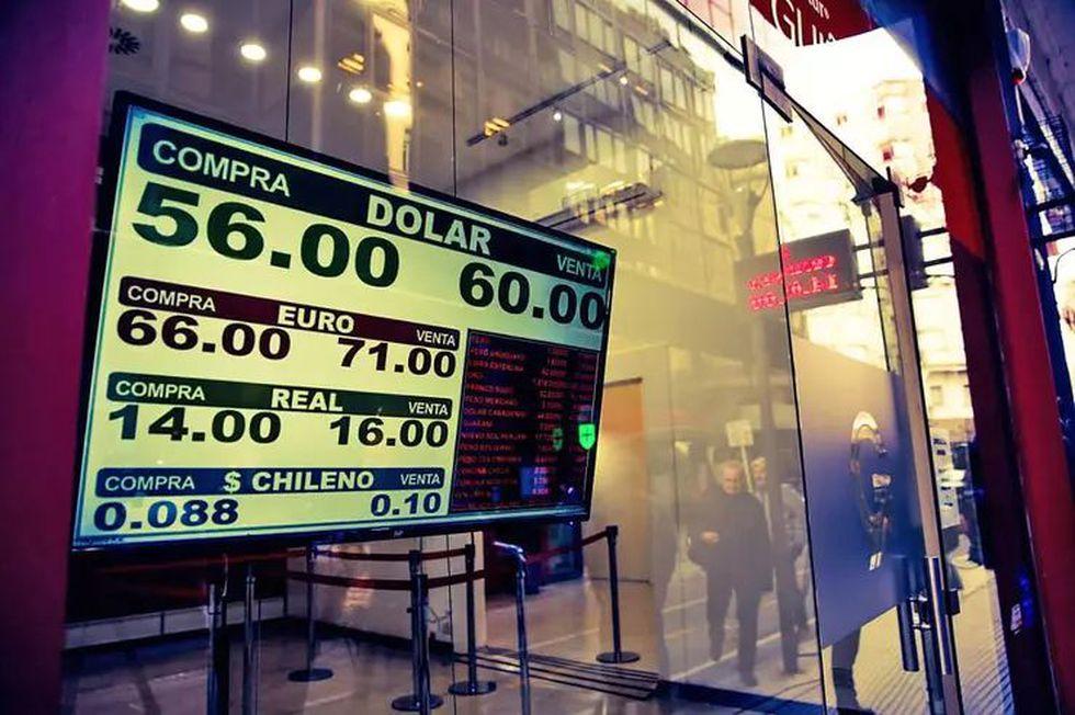 Por el aumento del precio del dólar, los dirigentes empiezan a buscar alternativas para aumentar sus ingresos. Y miran el contrato con la TV. (Foto: LA NACION - Crédito: Silvana Colombo)
