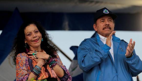 El presidente de Nicaragua, Daniel Ortega, y la vicepresidenta, Rosario Murillo, saludan a los simpatizantes en Managua, Nicaragua. (Foto: REUTERS / Oswaldo Rivas/ Archivo).