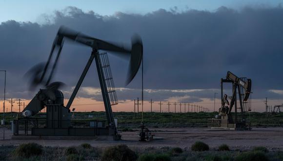 De seguir la producción de petróleo en niveles similares, la capacidad de acopio será nula entre la primera y la última semana de mayo. (Foto: AFP)