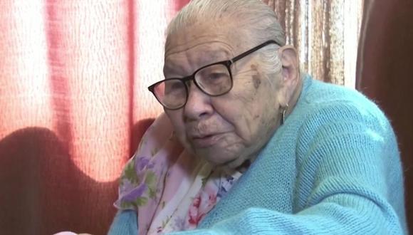 María Torres, de 106 años y que tuvo 12 hijos, se vacunó en Estados Unidos contra el nuevo coronavirus. (Captura de pantalla/Reuters).