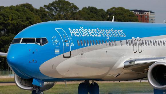 La aerolínea insignia de Argentina ha dependido de subsidios desde que se nacionalizó en 2008, pero el déficit se ha agravado por una caída del 50% del peso, una recesión devastadora y una inflación de dos dígitos. (Foto: La Nación)
