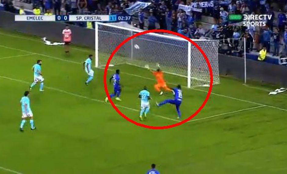 Brayan Angulo marcó el primer gol para Emelec sobre Sporting Cristal. (Foto: Captura).