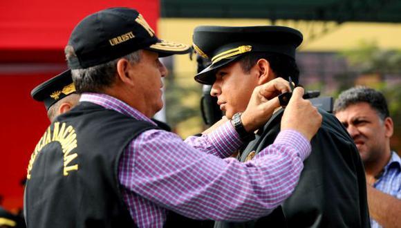 Ascienden a cuatro policías por valerosa acción en Piura