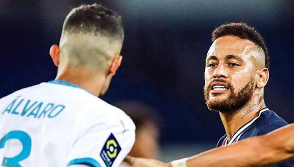 Neymar le propinó un lapo en la nuca a Álvaro González. (Foto: Agencias)