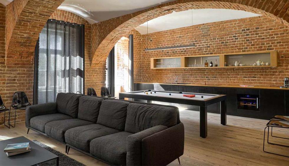 casa de 100 m2 se ubica en Eslovenia y destaca por su estilo industrial. Además, cuenta con originales muebles que le dan mayor funcionalidad a los espacios. (Foto: Matej Lozar)