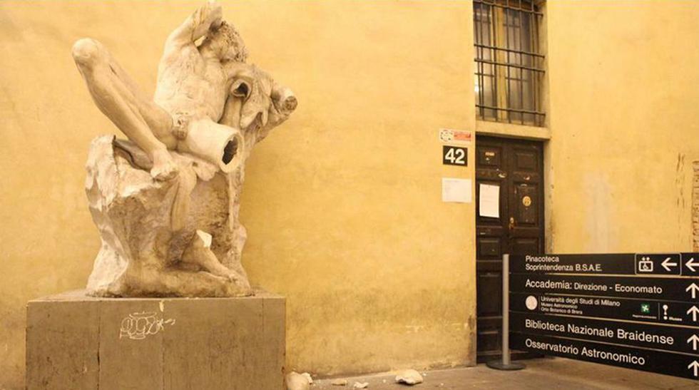Un estudiante rompió una escultura del siglo XIX por un selfie - 1