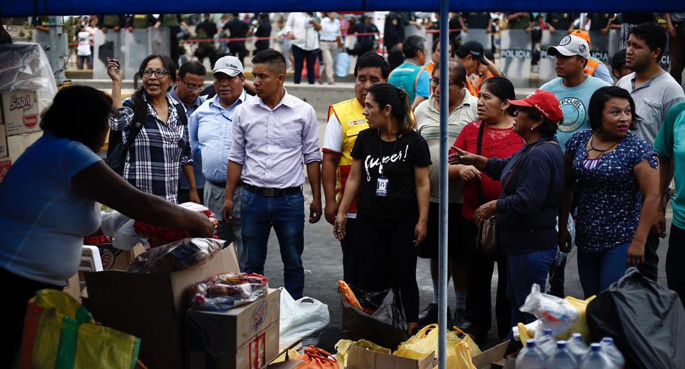Los damnificados de Villa El Salvador vienen recibiendo ayuda humanitaria mientras los bancos de sangre aún atienden a donantes de sangre para los heridos del incendio. (Joel Alonzo/GEC)