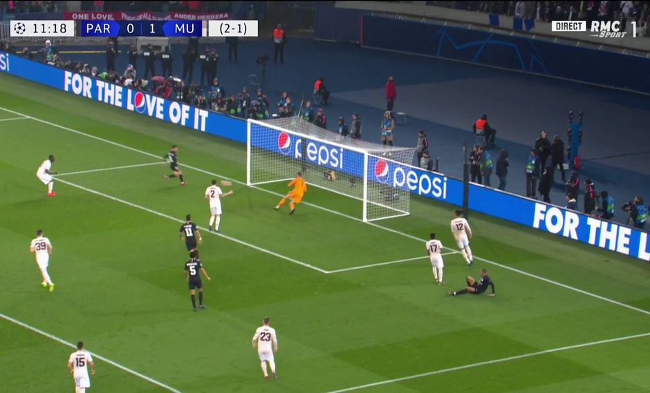 El PSG despertó rápido y empató las acciones ante el Manchester United con un gol de Juan Bernat. (Foto: captura de video)