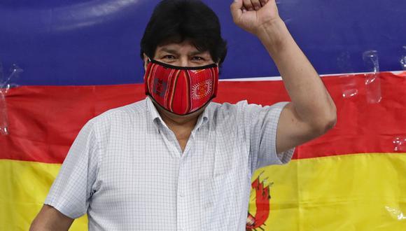 En esta foto de archivo tomada el 18 de octubre de 2020, el ex presidente boliviano Evo Morales hace un gesto cuando llega a leer un comunicado a la prensa en la Central de Trabajadores de Argentina (CTA) en Buenos Aires. (Foto: Alejandro PAGNI / AFP).