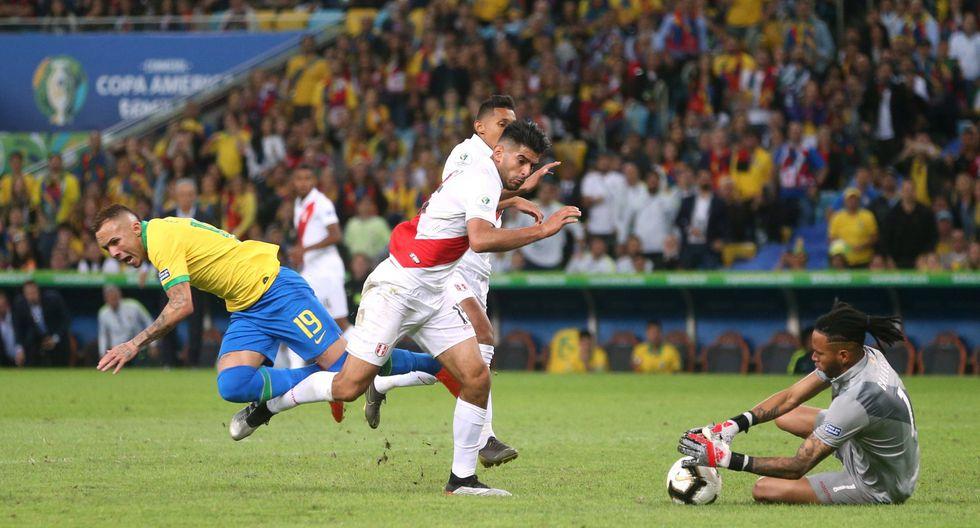 Diario Olé cuestionó penal contra Everton que propició el 3-1 de Brasil sobre Perú en final de Copa América. (Foto: AFP)