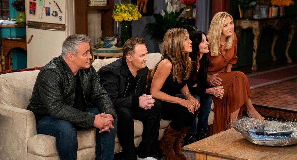 """Después de 17 años, el elenco original de """"Friends"""" volvió a reunirse en el set original. Uno a uno fueron llegando. Se sentaron en el recordado sillón, visitaron todas las habitaciones de ambos departamentos y empezaron a recordar cómo fueron las grabaciones. Además, volvieron a leer líneas icónicas y los recuerdos volvieron. (Foto: HBO Max/ Terence Patrick)"""