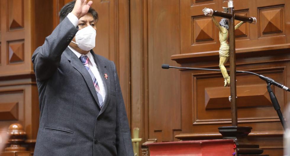 Waldemar Cerrón, hermano de Vladimir Cerrón, juró como congresista por una nueva Constitución y por la memoria de su padre. (Foto: Congreso)