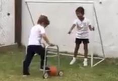 Facebook:  niño con problema de motricidad juega con su amigo y conmueven a miles
