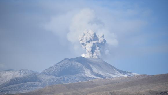 Las observaciones de la tasa de emisión y composición de gases son importantes para predecir el estado de la actividad volcánica y pronosticar erupciones (Foto: Ingemmet)