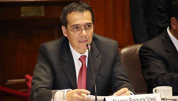 MEF evaluaría reducir el ISC a combustibles para que bajen más