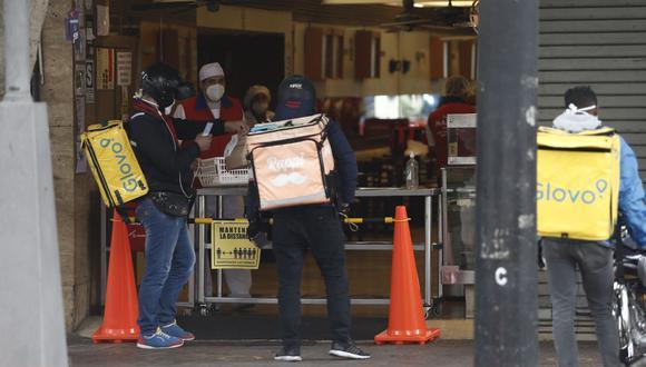 El aforo en los restaurantes se redujo, según el nivel se riesgo de la región, aunque en todos los casos está permitido el servicio de entrega a domicilio (Foto: Francisco Neyra / GEC)
