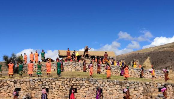 Según el gestor cultural Ulcar Palomino Domínguez, el Sondor Raymi da cuenta sobre la etnias no incas que tenían pugnas por el territorio, las mujeres y el liderazgo resaltando la figura de Usccuhuilka proveniente de la laguna de Chocloccocha desde Huancavelica, esta primera parte de la escenificacion se realiza a orillas de la laguna de Pacucha.