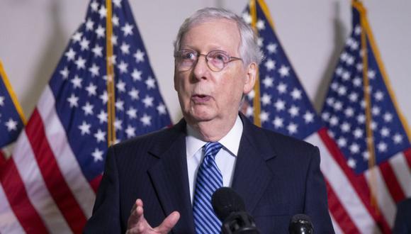 El líder de la mayoría del Senado de los Estados Unidos, Mitch McConnell, durante en una conferencia de prensa tras un almuerzo de política republicana en el Capitolio en Washington, DC, Estados Unidos. (Foto: EFE / EPA / MICHAEL REYNOLDS /Archivo).