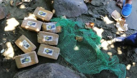 El hallazgo más reciente de estos paquetes ocurrió cerca de una playa en la provincia de Quezón. Foto: MAUBAN POLICE, vía BBC Mundo