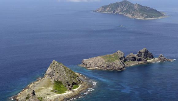 Esta imagen del 2012 muestra a un grupo de islas en disputa, la isla de Uotsuri (arriba), Minamikojima (abajo) y Kitakojima, conocida como Senkaku en Japón, que se ven en el Mar de la China Oriental. (Foto: REUTERS / Kyodo)