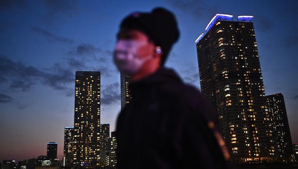 Tokio y otras seis prefecturas de Japón están en alerta sanitaria para frenar el coronavirus. (AFP / Philip FONG).
