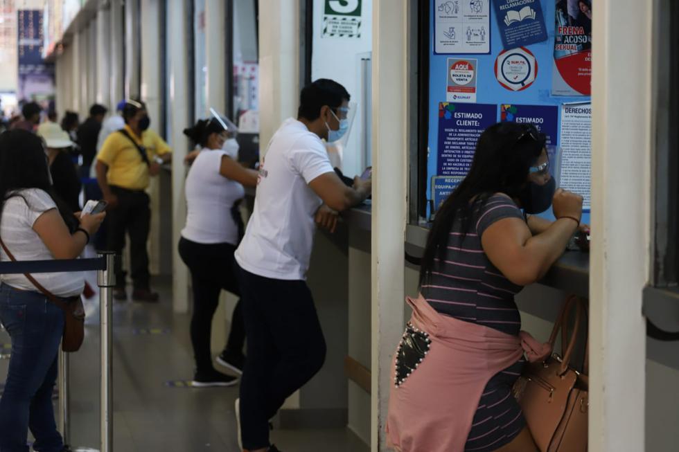 Cientos de pasajeros quedaron varados en el terminal terrestre de Lima norte, luego de que diferentes empresas de transporte decidieran suspender la venta de pasajes, debido a las protestas que se vienen produciendo en las regiones de La Libertad e Ica, por parte de trabajadores de sector agroexportador. (Fotos: Eduardo Cavero/ @photo.gec)