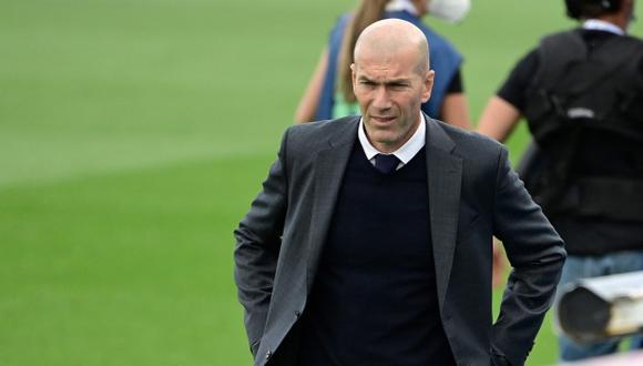 Zinedine Zidane dialogará con la directiva de Real Madrid en los próximos días. (Foto: AFP)