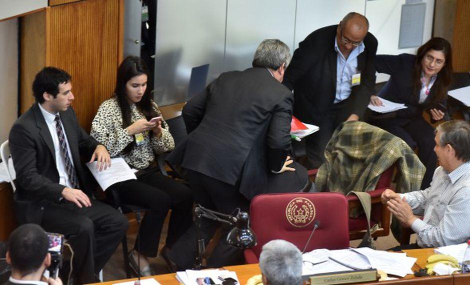 """""""La verdad duele, ladrón"""", dijo Cubas a Riera en medio del enfrentamiento. (Foto: AFP)"""