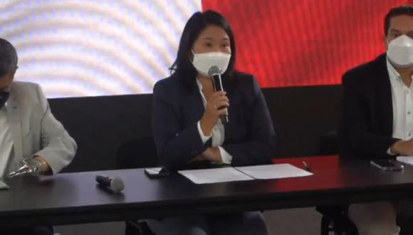 Keiko Fujimori se presentó ante la prensa extranjera junto a Luis Galarreta, secretario general de Fuerza Popular, y Miguel Torres, vocero de la campaña del partido. (Foto: @KeikoFujimori)