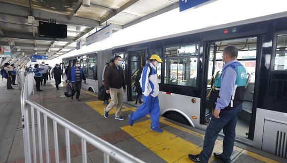 La Municipalidad de Lima recordó que el uso de mascarilla y protector facial es obligatorio en el transporte público. (Foto: Diana Marcelo/GEC)