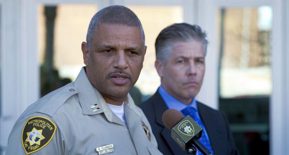 El capitán de la policía metropolitana Robert Plummer (izq.) y teniente Dan McGrath durante una conferencia de prensa en la sede del Departamento de Policía Metropolitana de Las Vegas, Estados Unidos. (AP)