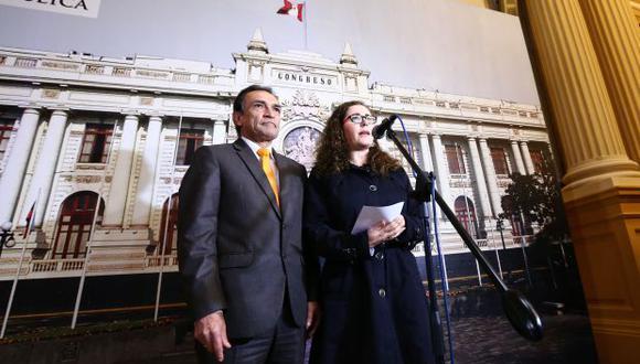 Héctor Becerril y Rosa Bartra, del fujimorismo, sostienen que PPK no debe mantener a ministros salientes en el nuevo Gabinete. (Foto: Congreso)