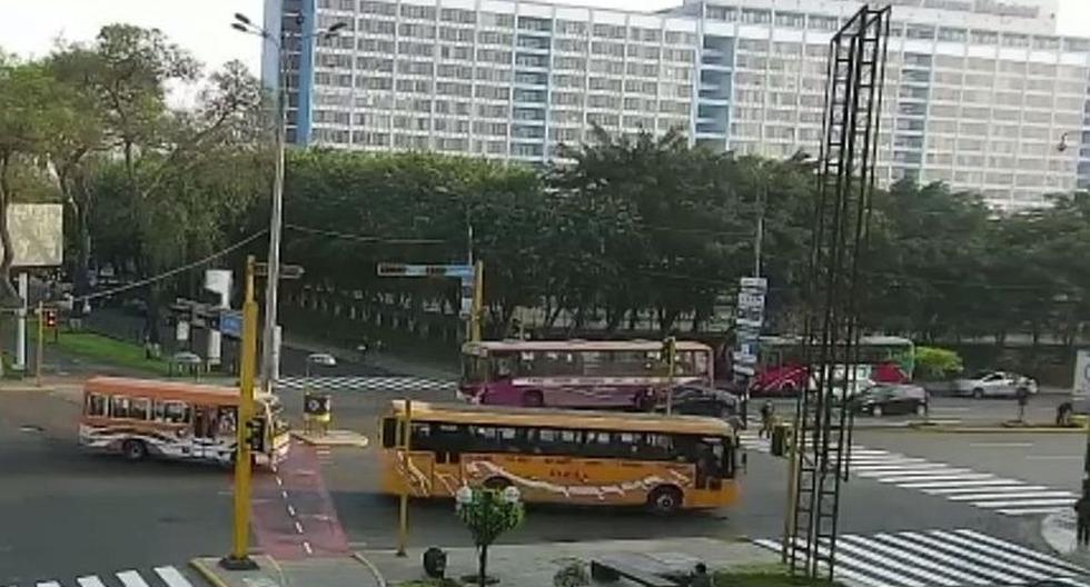 Este bus, cuyo chofer atropelló hace dos días a una fiscalizadora de Jesús María, también estuvo involucrado en otro atropello en Ventanilla el año pasado.