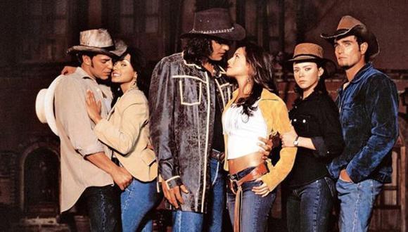 Lo que nunca imaginaron 'los hermanos reyes' es que una pregunta sobre la telenovela que protagonizaron y sobre sus compañeras actrices los pusieran en aprietos (Foto: Telemundo)