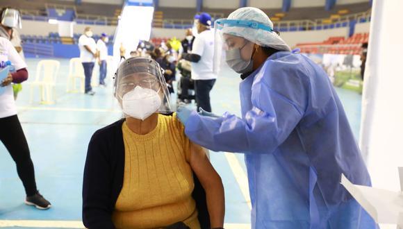 Arequipa: se registran largas colas al inicio de la campaña de vacunación contra el COVID-19 (Foto referencial: GEC)