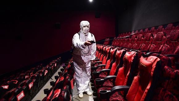 Desde el 1 de junio iniciará un periodo de reactivación económica en México. Los cines retomarán sus operaciones pronto. (Photo by STR / AFP) / China OUT