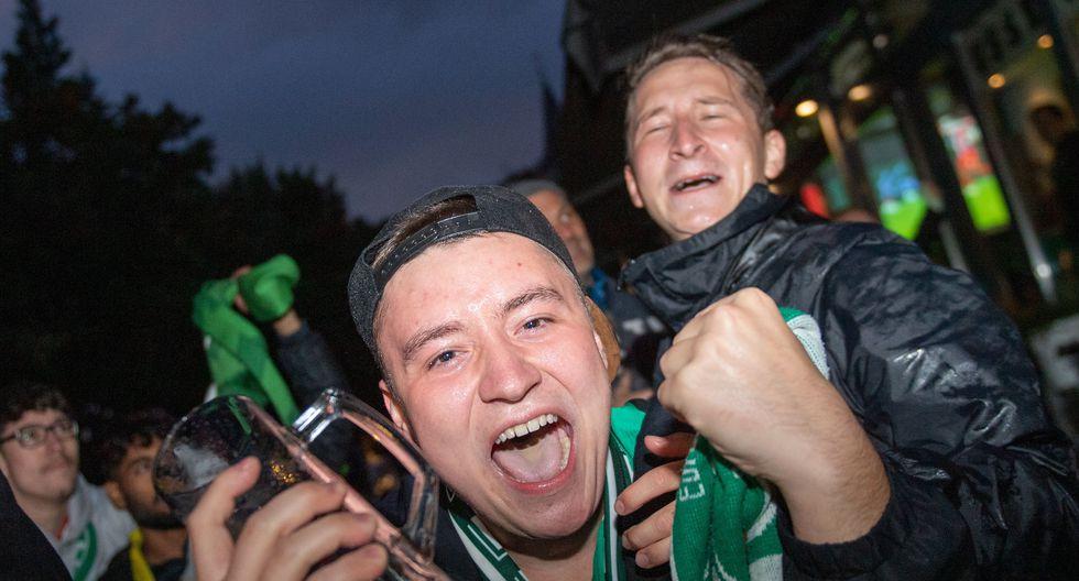Hinchas del Werder Bremen tomas las calles para celebrar la permanencia en la Bundesliga. (Foto: EFE)