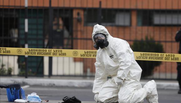 El equipo NRBQ (nuclear, radiológica, biológica y química) de la UDEX se encargó de los traslados de personas contagiadas de COVID-19. (Foto: César Bueno / @photo.gec)