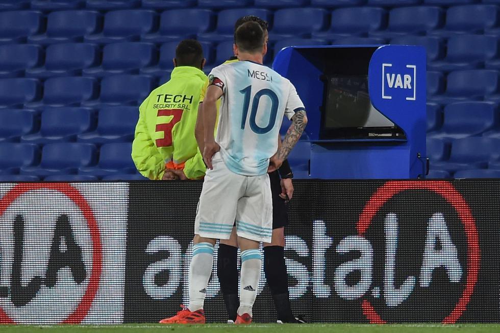 Lionel Messi convirtió el 2-1 pero fue anulado por el VAR