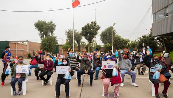 Los ambulantes llegaron hasta la explanada de la sede del GORE Callao con sus respectivos dirigentes para recibir los kits de protección contra el COVID-19. (Foto: Gobierno Regional del Callao)