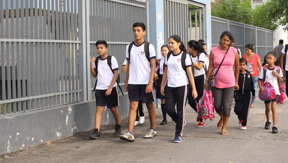 """""""Al final la decisión es una decisión que se toma en las escuelas. Se toma con los docentes, con los directores, con las familias"""", dijo Ricardo Cuenca. (Foto: GEC)"""