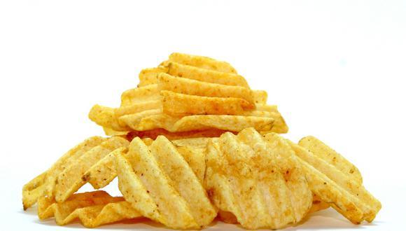 Papas fritas de bolsa hechas en microondas. (Pexels)